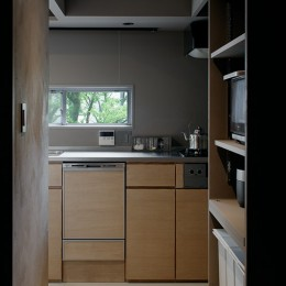 専用庭のある約100平米の団地リノベーション (キッチンの風景)