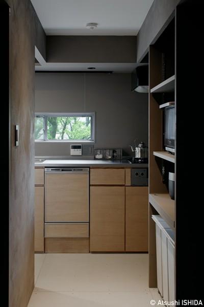 キッチンの風景 (専用庭のある約100平米の団地リノベーション)