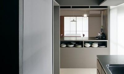 専用庭のある約100平米の団地リノベーション (整然とした美しいキッチン)