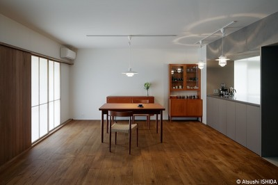 北欧家具と馴染む障子 (専用庭のある約100平米の団地リノベーション)