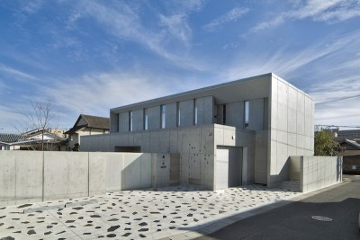 kirishima-no-ie   屋根も壁も、コンクリート打放しの仕上げです。 (外観(北面))