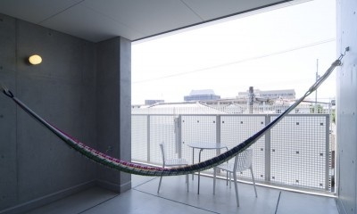 kirishima-no-ie   屋根も壁も、コンクリート打放しの仕上げです。 (外観(南面テラス))