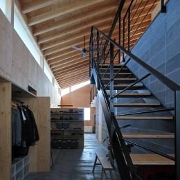 妻ヶ丘町の家~音楽室のある家~ (階段)