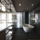 tokyo LOFTの写真 キッチンよりバスルームを見る