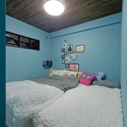 スギに囲まれたスキな家 (寝室)