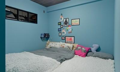 寝室|スギに囲まれたスキな家