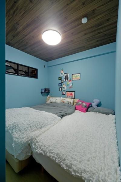 寝室 (スギに囲まれたスキな家)