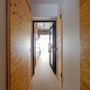 スギに囲まれたスキな家の写真 廊下