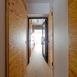 スギに囲まれたスキな家 (廊下)