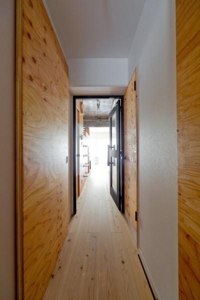 廊下 (スギに囲まれたスキな家)