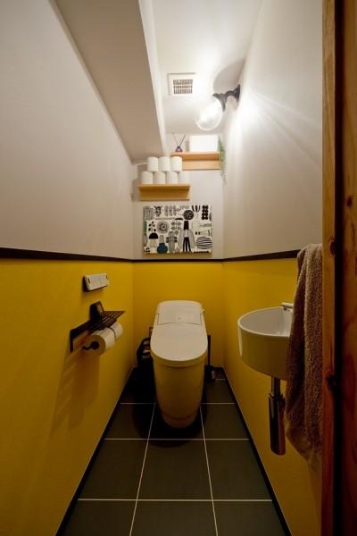 トイレ (スギに囲まれたスキな家)