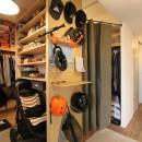 壁をつくらない 空間の仕切り方(鶴見区 I邸マンションリノベーション)の写真 玄関・ウォークスルークローゼット