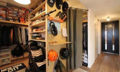 玄関・ウォークスルークローゼット|壁をつくらない 空間の仕切り方(鶴見区 I邸マンションリノベーション)