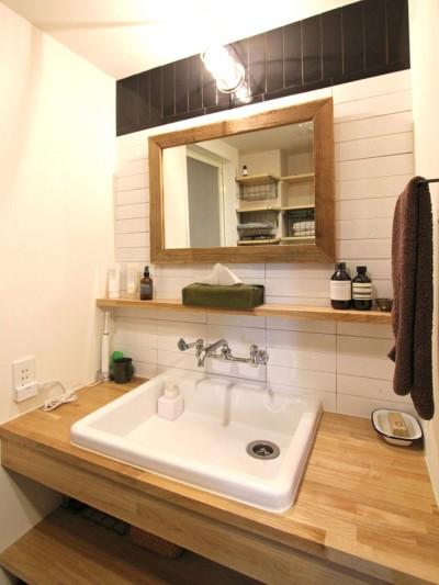 洗面室 (壁をつくらない 空間の仕切り方(鶴見区 I邸マンションリノベーション))
