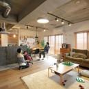 壁をつくらない 空間の仕切り方(鶴見区 I邸マンションリノベーション)の写真 LDK