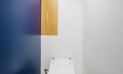 ビコロールの家~さりげない色使いがポイントに~ (トイレ)