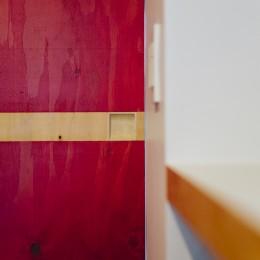 ビコロールの家~さりげない色使いがポイントに~ (とびらの引手)