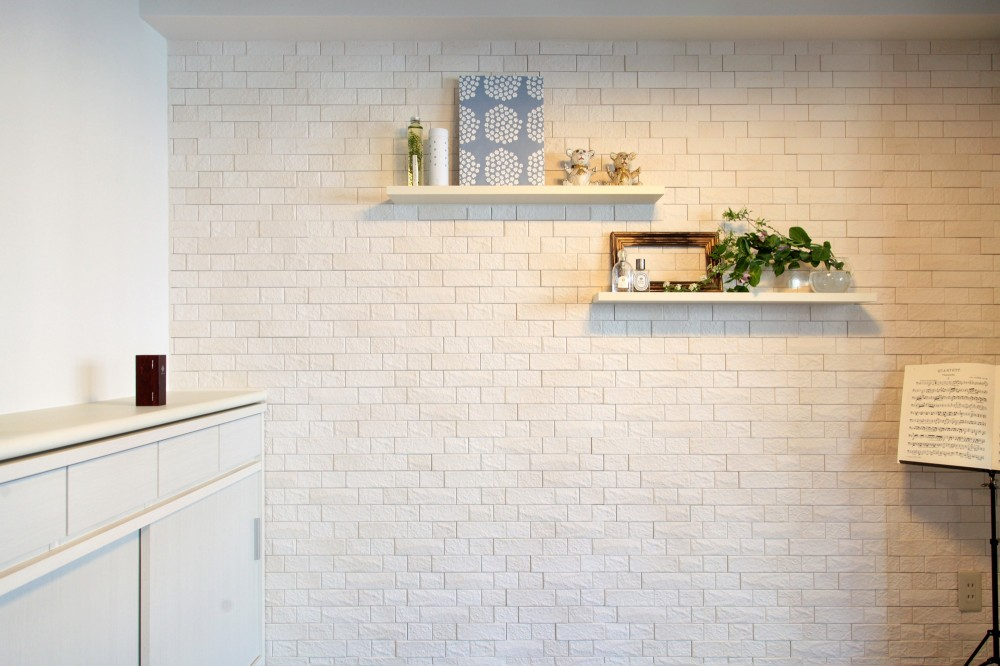 リビング (目黒区O邸~装飾と実用性を兼ねた壁面へリフォーム~)