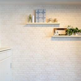 デザイナー suzukuriの住宅事例「目黒区O邸~装飾と実用性を兼ねた壁面へリフォーム~」