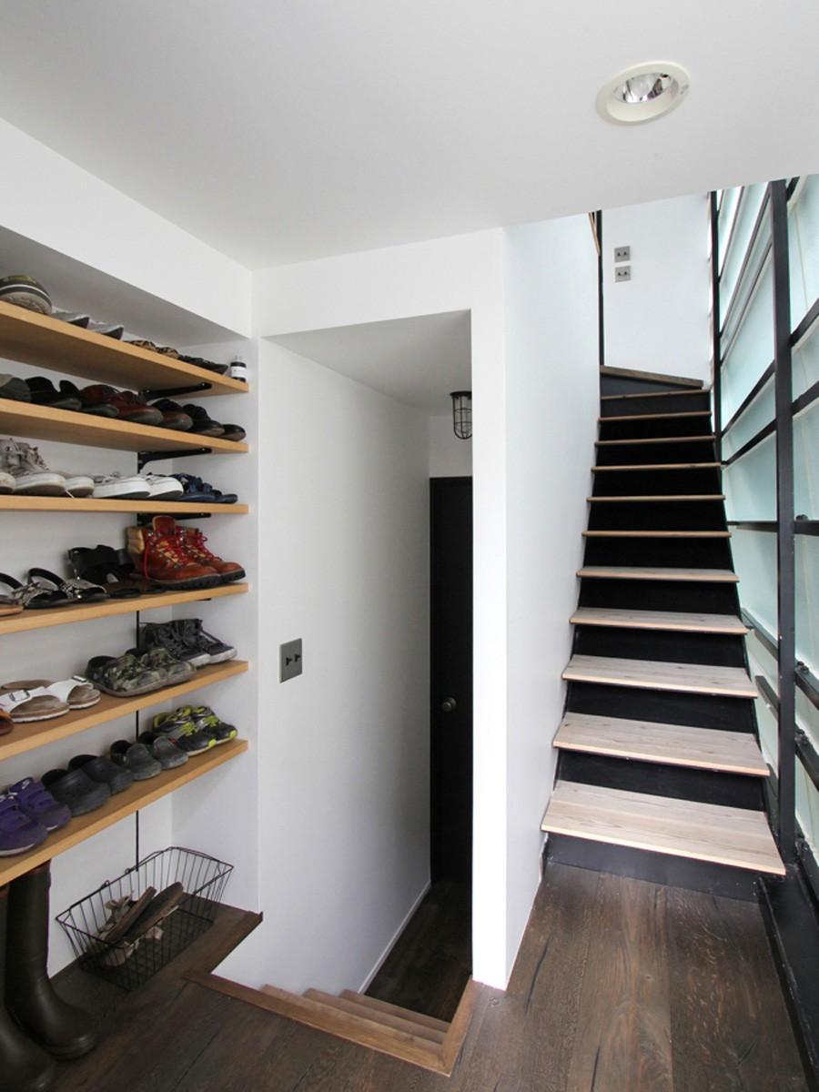 素材が変わる 家が変わる(渋谷 C邸戸建てリノベーション) (玄関)