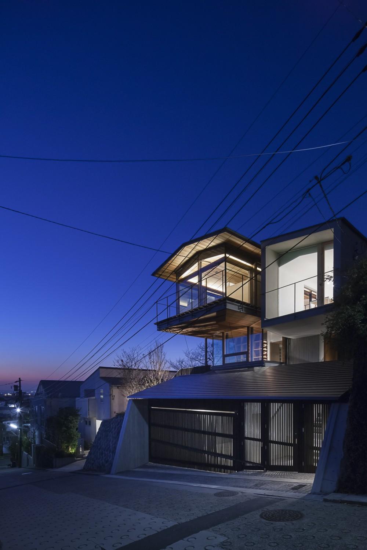 東京の崖地に浮かぶ絶景の住処 (東京の崖地に浮かぶ絶景の住処)