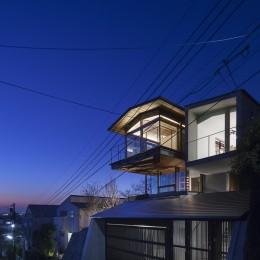 東京の崖地に浮かぶ絶景の住処