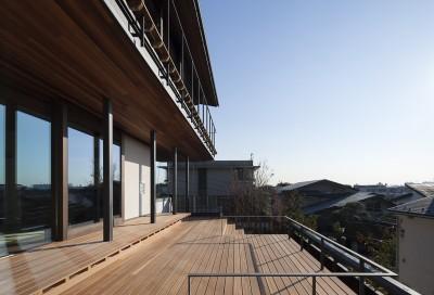 階段デッキ (東京の崖地に浮かぶ絶景の住処)