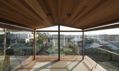 障子を開放した畳の間|東京の崖地に浮かぶ絶景の住処