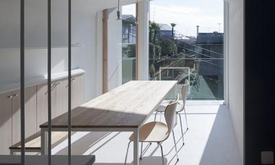東京の崖地に浮かぶ絶景の住処 (ダイニング)