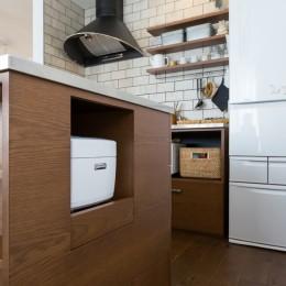 Amber Drops - バルコニーと二階リビング (キッチン)