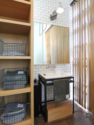 洗面室 (素材が変わる 家が変わる(渋谷 C邸戸建てリノベーション))