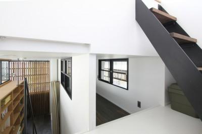 子供部屋・屋上への階段 (素材が変わる 家が変わる(渋谷 C邸戸建てリノベーション))