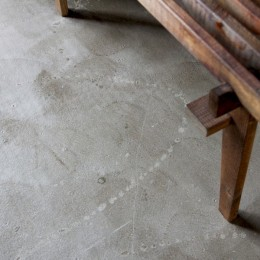 """DIY ROOM""で家作りは続く(東大宮 K邸マンションリノベーション) (コンクリート表しの床)"