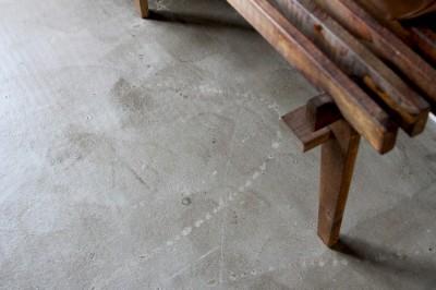 """コンクリート表しの床 (""""DIY ROOM""""で家作りは続く(東大宮 K邸マンションリノベーション))"""