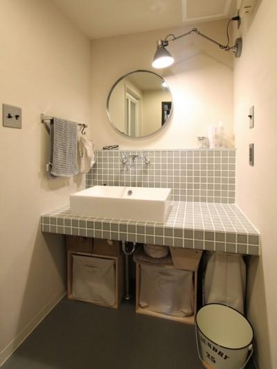 """洗面室 (""""DIY ROOM""""で家作りは続く(東大宮 K邸マンションリノベーション))"""