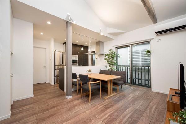 程よい距離感で、家族がつながる。安心の二世帯住宅へ「まるごと再生」 (キッチン)