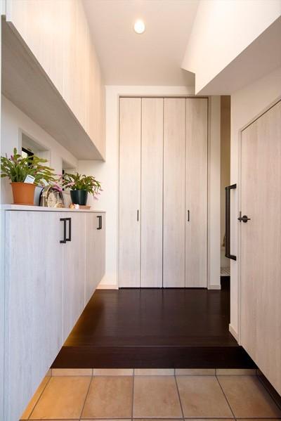 玄関 (「毎日の掃除が楽しい!」スッキリ片付く家に『まるごと再生』)