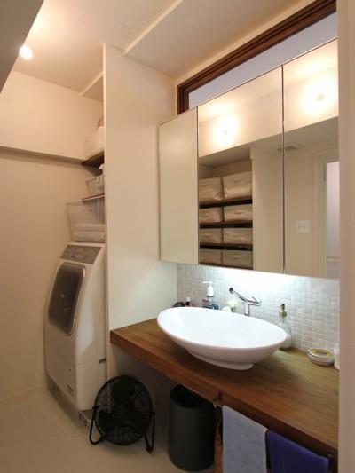 洗面室 (日吉N邸 マンションリノベーション)