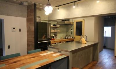 趣味を楽しむ小部屋を作らないリノベーション(湯島 S邸マンションリノベーション) (ダイニングキッチン)