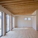 屋根の構成材に垂木(2×10材)が連続する天井