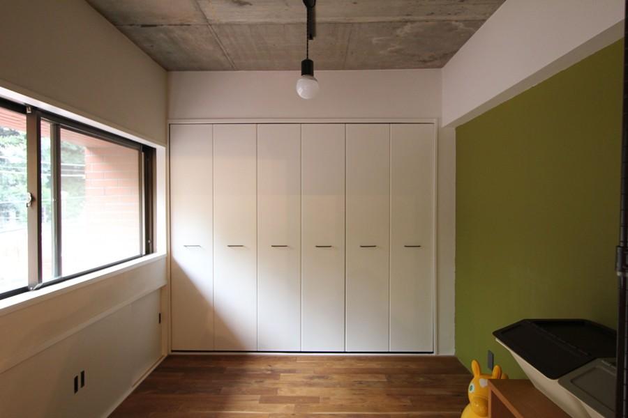 趣味を楽しむ小部屋を作らないリノベーション(湯島 S邸マンションリノベーション) (ベッドルーム)