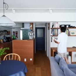 リビングダイニングキッチン+ワークスペース (直感と趣味を大切にした家作りは、一人暮らしならではの醍醐味。)