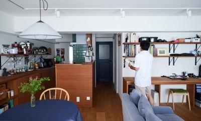 直感と趣味を大切にした家作りは、一人暮らしならではの醍醐味。 (リビングダイニングキッチン+ワークスペース)