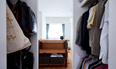 直感と趣味を大切にした家作りは、一人暮らしならではの醍醐味。 (洗面と寝室の間にクローゼット。)