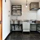 シンプル&インダストリアル。変則1LDKで始まる家族のリノベ暮らしの写真 ステンレスキッチン