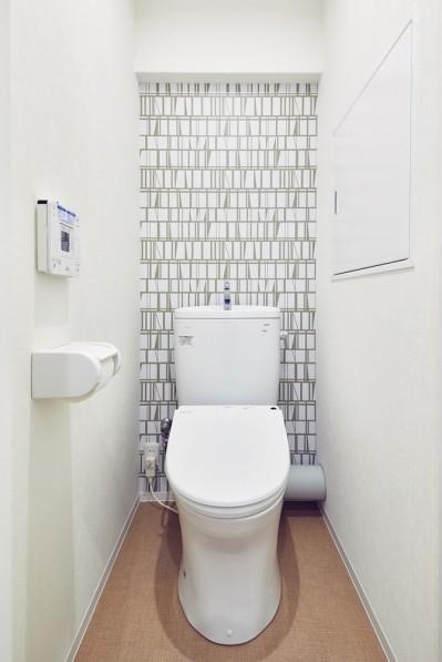 トイレ (家族の気配が感じられる、塩系ナチュラルインテリア)