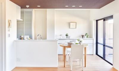 ダイニング・キッチン|一歩先を見据えたおとな女子がつくる、おもいやりの家