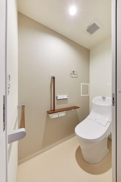 トイレ (一歩先を見据えたおとな女子がつくる、おもいやりの家)