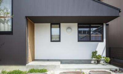 オリーブの木と土間玄関の家 (ポーチ)