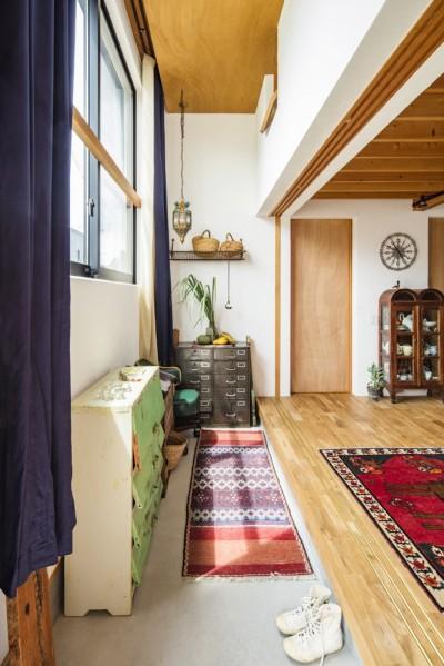 オリーブの木と土間玄関の家 (土間玄関)